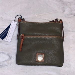 NWT Dooney and Bourke: olive green cross body